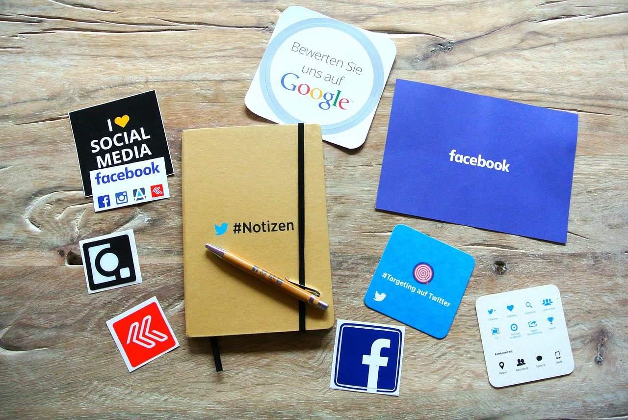 memilih sosial media