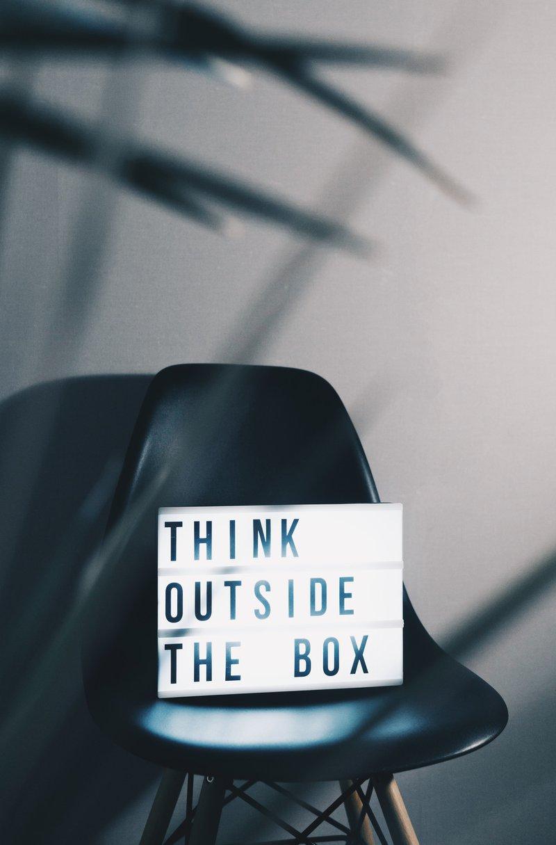 Think out of the box mampu menghasilkan karakter khas akun Instagram Anda